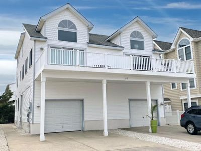 Beautiful 3 story townhouse with 5 bedrooms and 4 full baths