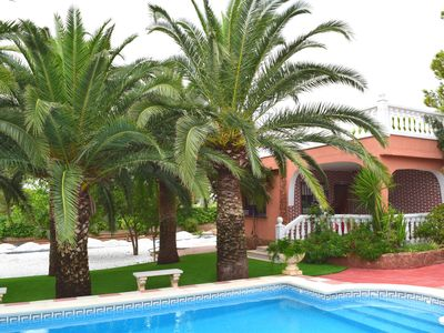 Photo for 4BR Villa Vacation Rental in Godelleta, Comunidad Valenciana