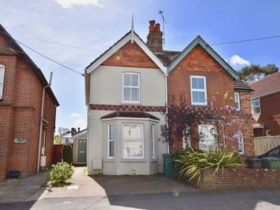 Photo for Four Bed Family Holiday Home centrally located in Bembridge, Isle of Wight