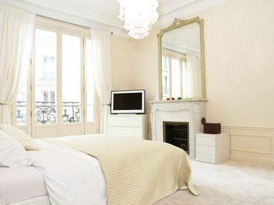 Photo for HEART OF THE LATIN QUARTER BY LA SORBONNE &  SEINE - SPACIOUS 3BR WITH BALCONY!
