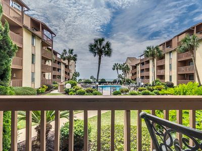 Large Family Friendly Condo- Beautiful Views of the Pool, Courtyard and Ocean