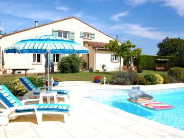 Home from Home - Luxury 2 bed Gite with Large Pool Close to Historic Villages
