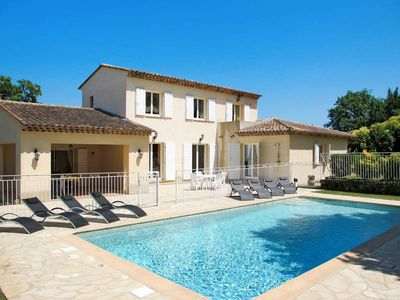 Photo for Vacation home in Chateauneuf - de - Grasse, Côte d'Azur - 8 persons, 4 bedrooms