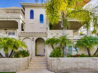 Professionally cleaned home with HOT TUB. Steps from BEACH!🌴