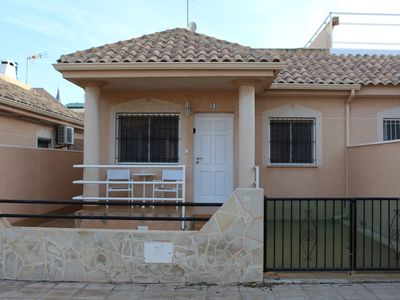 Photo for Bungalow with 2 bedrooms and roof terrace in the center of La Zenia. Free WIFI.