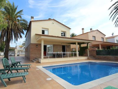 Photo for Villa with  private swimming pool situated directly at the canal in Empuriabrava