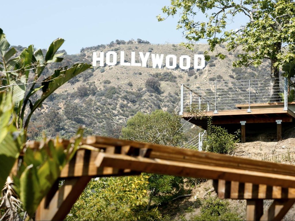 Relax On The Spacious Deck While Enjoying The Hollywood Sign And Canyon Views