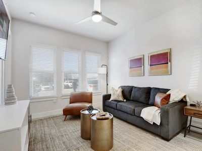 Photo for 2BR Downtown Riverfront FreeParking Wifi Pool+Gym