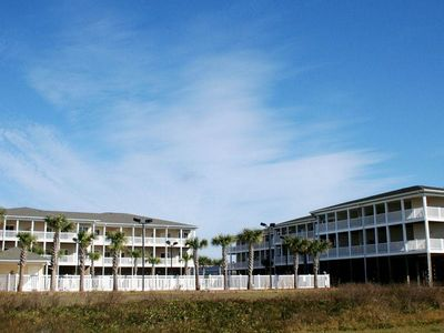 A1A: 3 Bed/2 Bath Condo with Ocean Views and Community Pool/Hot Tub