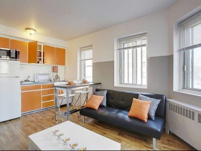 Photo for Elegant 1 Bedroom, Plateau area 2min walk from metro Laurier