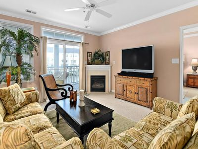 Beautiful luxury 3-bedroom condo located in a gated community with free WiFi, indoor/outdoor pool, private bayside beaches, and so much more!