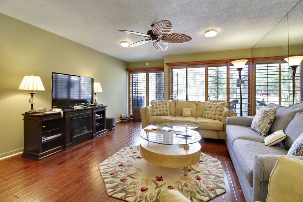2 bedroom 25 bath townhouse style villa located in the