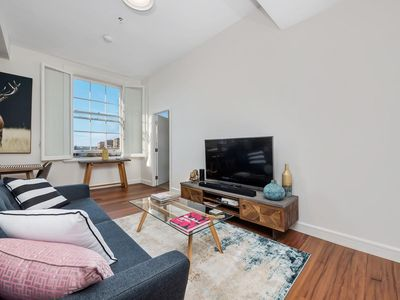 Photo for Inner-City apartment minutes walk to dining hubs