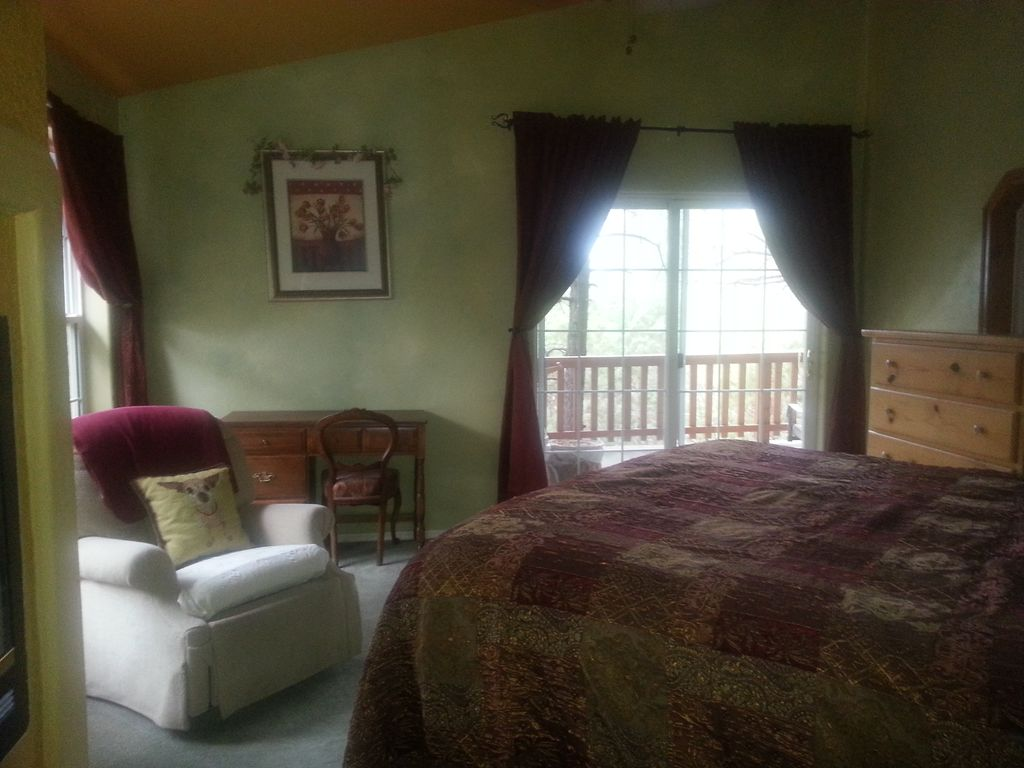 White Mountain Retreat: Hot Tub & Fire Pit- Last Minute Reservations ...