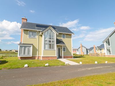 Photo for WATERSIDE, pet friendly, with a garden in Beadnell, Ref 1014970
