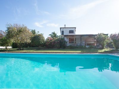 Photo for Lovely villa with pool, large garden and patio