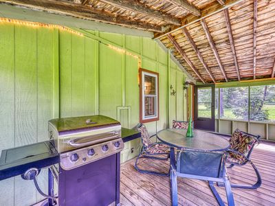 Photo for Lakeview cabin with beach access, screened-in porch, gas grill, and more!