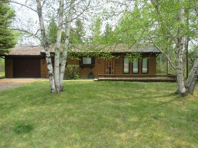 **Thoroughly Sanitized.**Cedar Cabin, short walk to Downtown Clear Lake