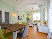 Beautiful new apartment, 10 mins from city center.