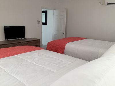 Sleeps 4, Opposite Beach, Close to Airport, Generator on site-Laundry Facilities