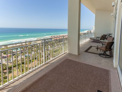 Photo for Stylish family-friendly penthouse condo w/ shared pool & balcony - gulf views!