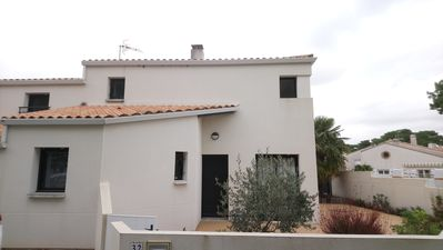 Photo for Spacious house 3 bedrooms and terraces at the edge on sea Phare area