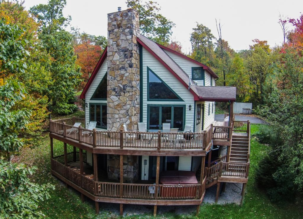 Gorgeous 4 bedroom mountain log home w hot vrbo for 4 bedroom log homes