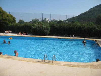 Photo for Spacious 2 bed apartment in quiet residence with pool, parking, 6 guests