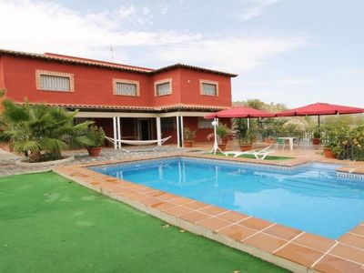 Photo for 5 bedroom Villa, sleeps 11 in Seseña Nuevo with Pool, Air Con and WiFi
