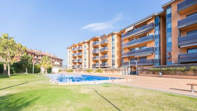 Photo for One bedroom Apartment, sleeps 5 with Pool, WiFi and Walk to Beach & Shops