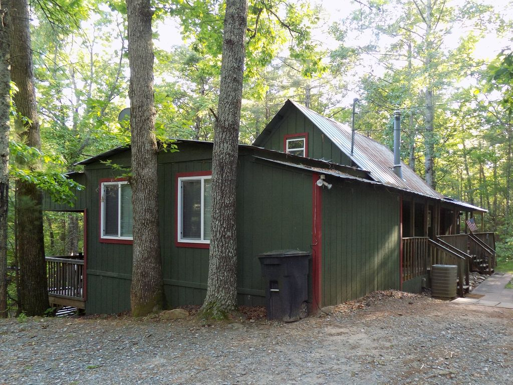 Private secluded sleeps 7 cabin w hiking trails hot tub for Cabin rentals near hiking trails