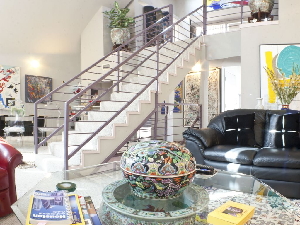 LUXURY Town Home near Museums, Convention, & Med Center, Pool Access, STUNNING!