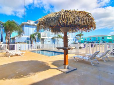 Photo for Conch Cottage: Upscale 3 Bed, 2 Bath, Community Pool, Close to Beach, Pets