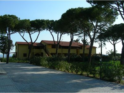 Photo for Apartment in residence with garden near the sea