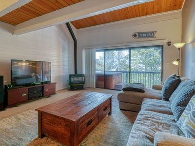 Photo for Family-friendly home w/private hot tub & shared seasonal pool - close to skiing