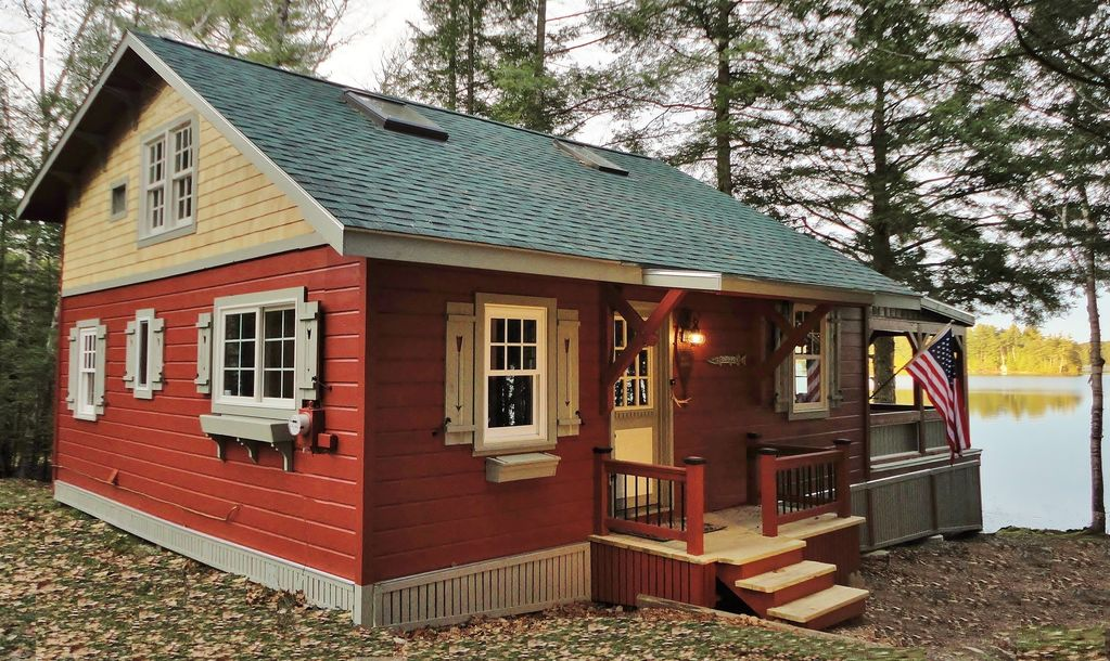 Quintessential lakefront cottage with wonde homeaway for Cabin rentals in maine with hot tub