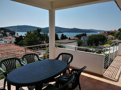 Photo for Two bedroom apartment with terrace and sea view Tisno, Murter (A-4295-a)