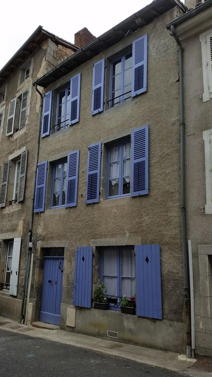 Maison de lavande newly renovated town house to high for Maison standard