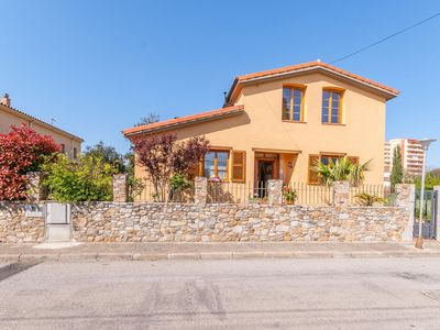 Photo for Beautiful house for 4 people with access to a communal pool near the beach