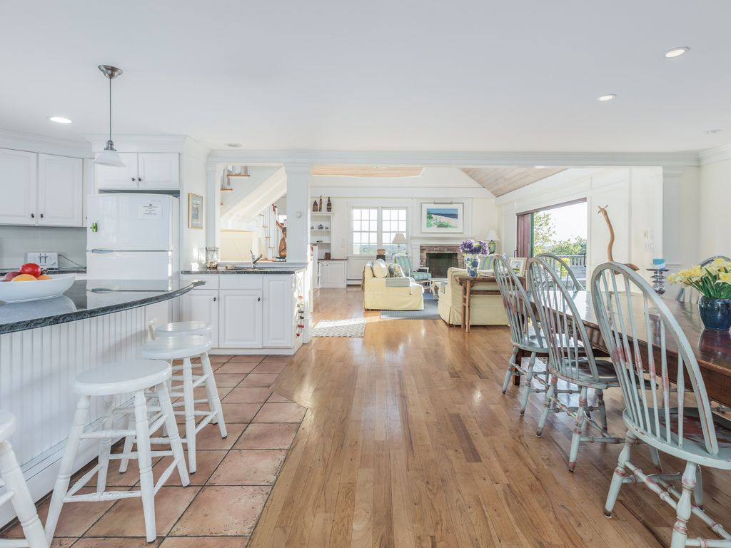 Nantucket Quidnet large beautiful home
