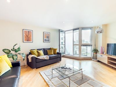 Photo for RIVERSIDE APARTMENT WITH AMAZING VIEWS OF THE THAMES - SUPER CENTRAL LONDON