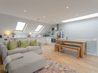 Photo for 2 bedroom Apartment In Hammersmith Grove