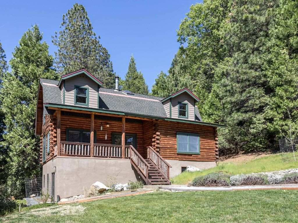 Modern log cabin on cascade canal 5 minutes to downtown for Cabin rentals in nevada