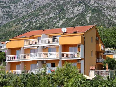 Photo for Two bedroom apartment with air-conditioning Gradac, Makarska (A-13681-b)