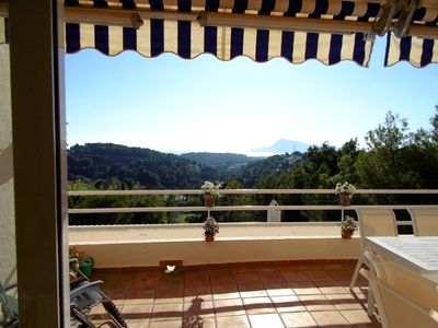 Photo for Directly on the golf course with a beautiful sea and golf view (4 persons).