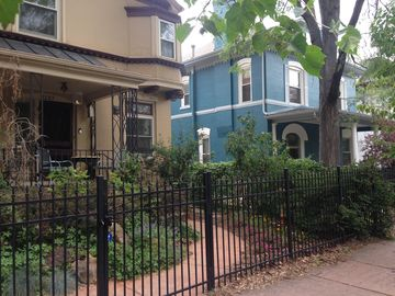 Downtown~Vintage~Modern~Classic Victorian 1 to 4 bedroom~Walk Score 96 (2-8ppl)