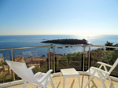 Photo for Villa 10-12 people, superb panoramic sea views, walk to sea 200m