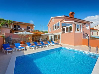 Photo for Villa Petra Castelier with Pool, Sauna and Jacuzzi