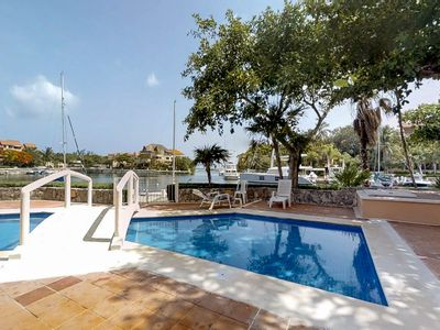 Photo for Romantic waterfront studio w/ shared pool & bay views - walk to the beach!