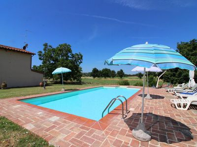 Photo for Independent farmhouse  with private pool and garden. Foiano della Chiana.